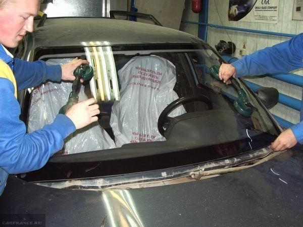 Монтаж лобового стекла ВАЗ-2110.