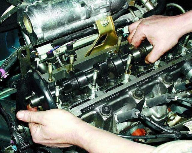 Демонтаж распредвала ВАЗ-2110.