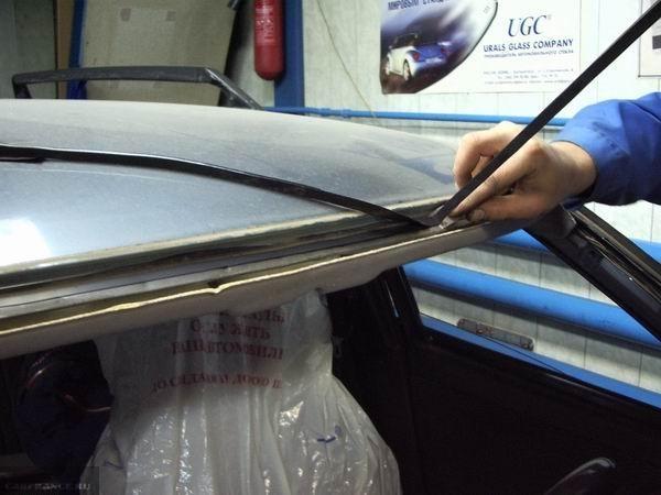 Снимаем клей для стёкол старый на лобовом стекле посадочное место ВАЗ-2110