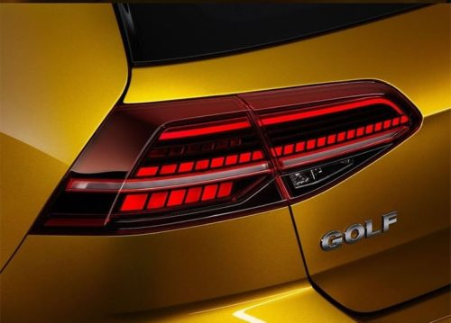 Задний габаритный фонарь на кузове Фольксваген Гольф 2018 модельного года