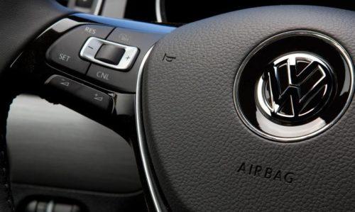 Дополнительные кнопки управления на рулевом колесе Фольксваген Джетта 2018 модельного года