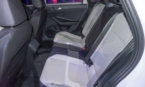 Ряд задних сидений в салоне автомобиля Фольксваген Джетта 2018 модельного года