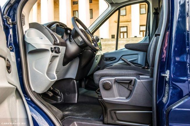 Водительское кресло в Форд Транзит 2018 модельного года