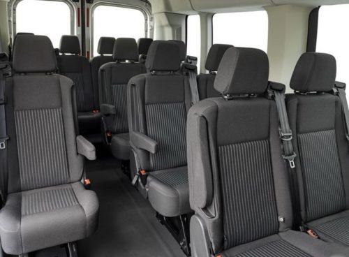 Подлокотники на пассажирских сидениях в микроавтобусе Форд Транзит 2018 модельного года