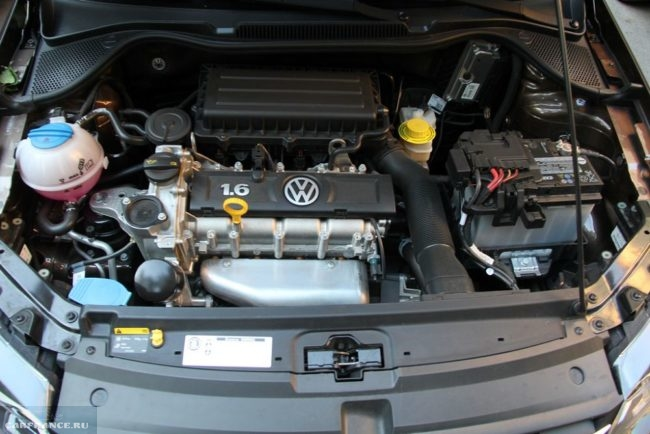 Бензиновый атмосферный двигатель под капотом нового Фольксваген Поло седан 2018 года