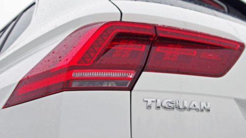 Задние габаритные фонари на автомобиле Фольксваген Тигуан 2018 года