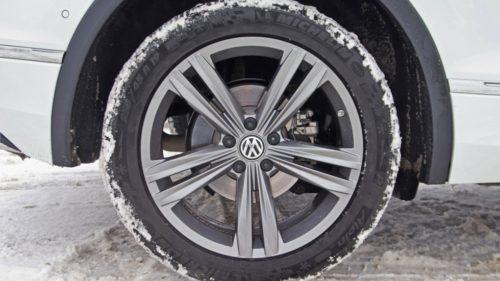 Колесо с титановым диском на кроссовере Фольксваген Тигуан 2018 модельного года