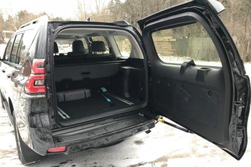 Багажное отделение обновленного Тойота Прадо 2018 модельного года