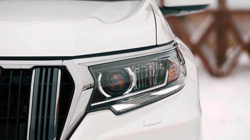 Передняя фара со светодиодной оптикой нового Тойота Прадо 2018 модельного года