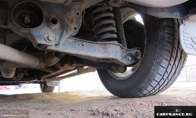 Клиренс в районе заднего колеса на Сузуки Гранд Витара АКПП 2,0 2007 года выпуска.