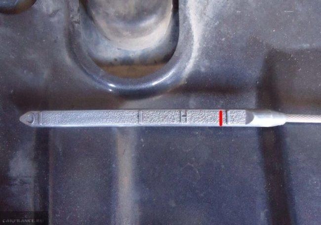 Щуп АКПП с правильным уровнем масла в коробке Сузуки Гранд Витара