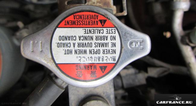 Крышка радиатора охлаждения на Сузуки Гранд Витара с клапаном