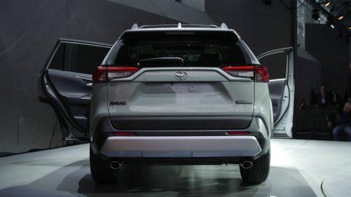 Тойота Рав 4 2018 года, кузов, вид сзади