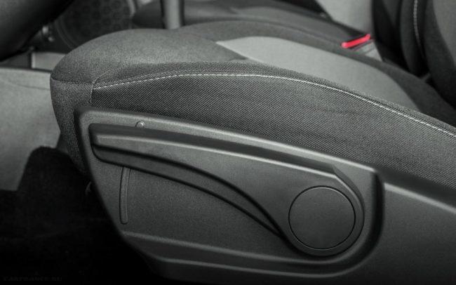 Ручка регулировки положения водительского сидения в Лада Гранта рестайлинг 2018 года