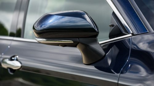 Боковое зеркало заднего вида с пассажирской стороны автомобиля Тойота Камри 2018 модельного года