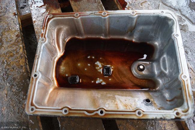 Магнитики внутри поддона АКПП автомобиля Сузуки Гранд Витара