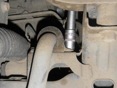 Снятие хомута втулки стабилизатора в подвеске Сузуки Гранд Витара