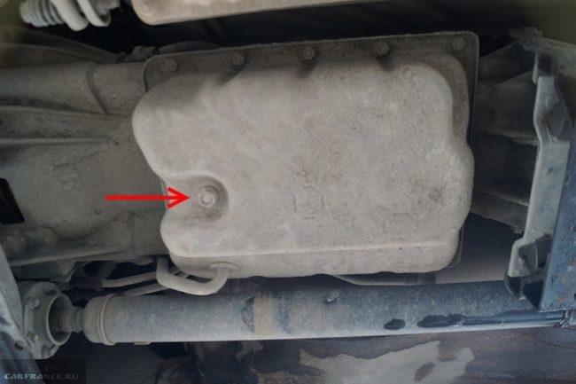 Пробка слива масла на поддоне автоматической коробки передач в Сузуки Гранд Витара