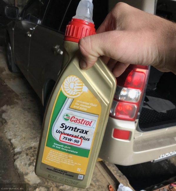 Пластиковая канистра с трансмиссионным маслом 75W/90 для раздатки Castrol