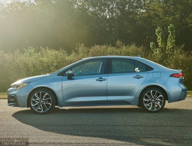 Фото сбоку полноприводного седана Тойота Королла нового кузова