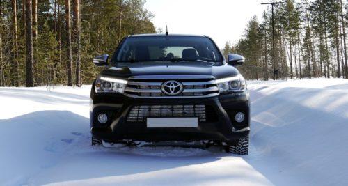 Преодоление снежной преграды на Тойота Хайлюкс 2019 модельного года