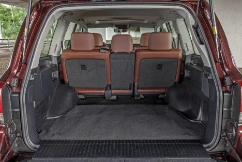Внешний вид багажного отделения в Тойота Ленд Крузер 200 2019 года производства