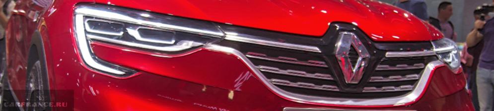 Концепт Аркана от концерна Рено-Ниссан в красном цвете на автомобильном салоне