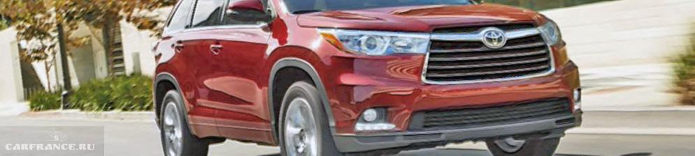 Тойота Хайлендер кузов 2019 модельного года в красном цвете в движении