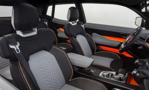 Удобные сидения первого ряда в салоне концепта Лада Нива 4Х4 2019 года версии Vision