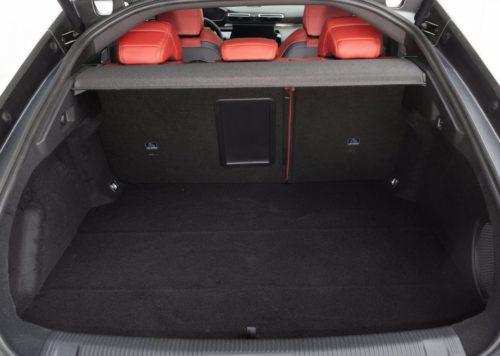 Вместительный багажник в автомобиле Пежо 508 2019 года выпуска