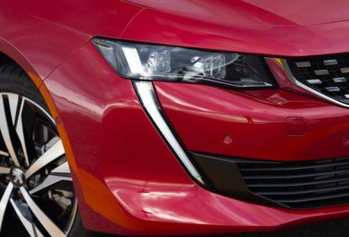 Светодиодные ходовые огни в бампере нового Пежо 508 2019 модельного года