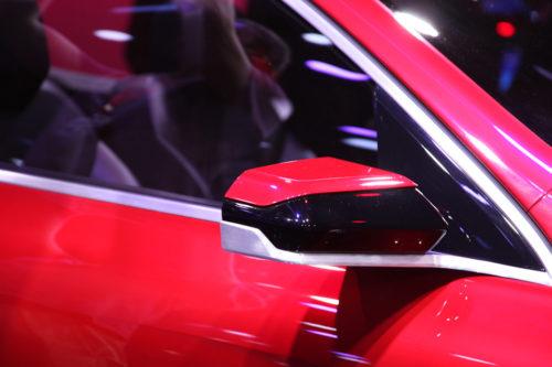 Узкое зеркало с повторителем указателя поворотов на Рено Аркана 2019 года выпуска