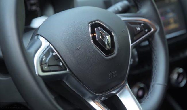 Копки дистанционного управления на руле автомобиля Рено Дастер 2019 модельного года