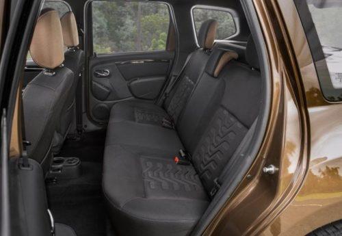 Задние пассажирские сидения в салоне Рено Дастер 2019 года выпуска