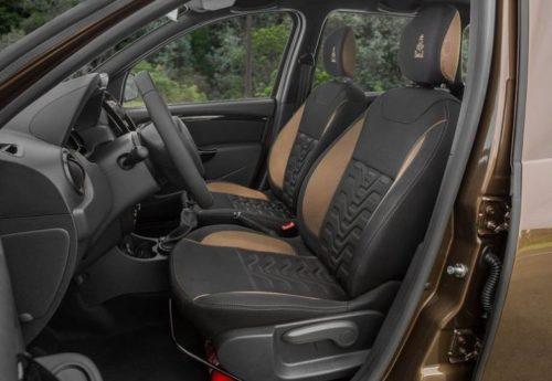 Комбинированная обивка передних сидений паркетника Рено Дастер 2019 модельного года