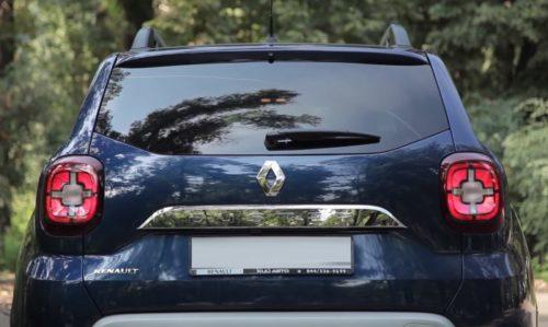 Тонированное стекло в крышке багажника автомобиля Рено Дастер 2019 года