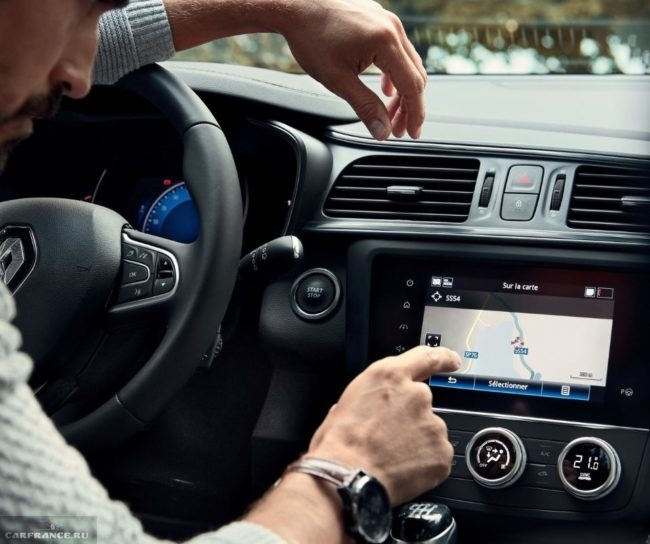 Режим навигации на мониторе центрального дисплея в новом Рено Каджар 2019 модельного года