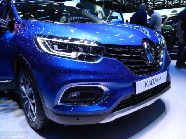 Премьерный показ новой версии Рено Каджар 2019 модельного года в синем кузове на автосалоне
