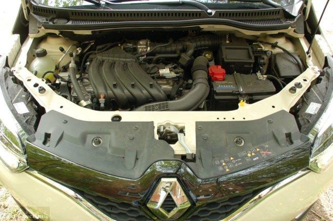 Моторный отсек паркетника Рено Каптур 2019 модельного года с двигателем объемом 1,6 литра