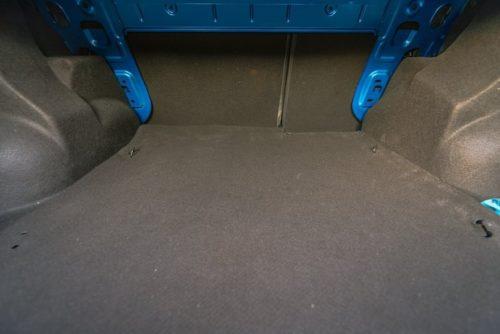 Петли для крепления внутри багажника автомобиля Рено Логан 2019 года выпуска