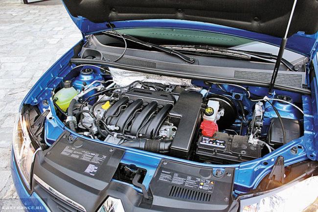 Моторный отсек обновленного седана Рено Логан с 16-клапанным двигателем