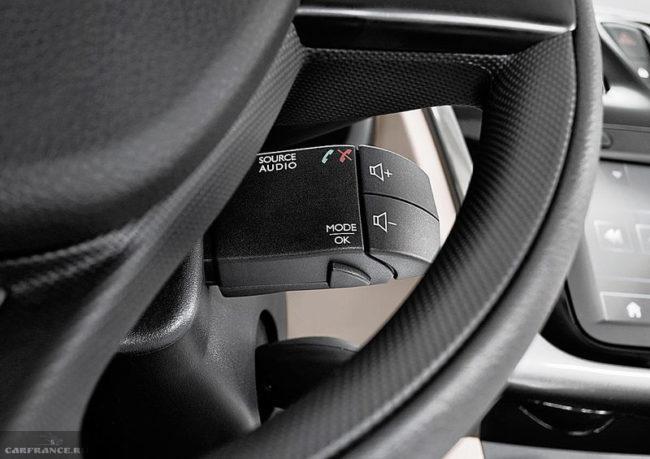 Подрулевой переключатель с кнопками управления аудиосистемой автомобиля Рено Логан