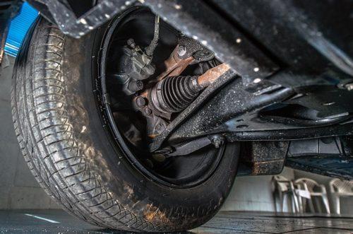 Граната в передней подвеске автомобиля Рено Логан 2019 года производства
