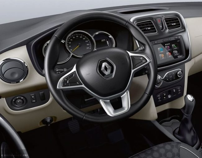 Мульти-руль на передней консоли седана Рено Логан