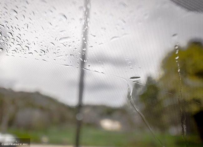 Сеточка подогрева лобового стекла в седане Рено Логан в новом кузове