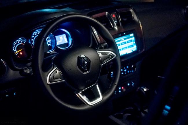 Обновленное рулевое колесо в салоне Рено Сандеро Степвей в новом кузове