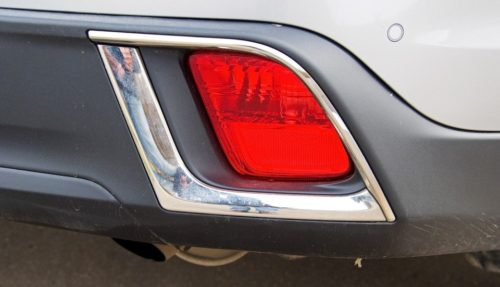 Красное стекло фонаря в бампере Тойота Хайлендер 2019 года выпуска