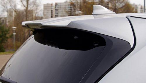 Солнцезащитный козырек над стеклом задней двери в Тойота Хайлендер 2019 года