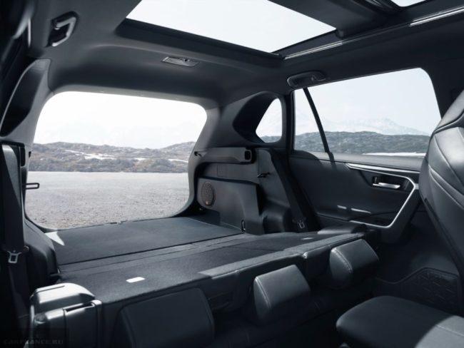 Объем багажного отделения в Тойота РАВ 4 в новом кузове при сложенных задних сидениях