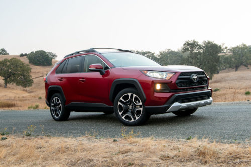 Обновленный Тойота РАВ 4 2019 модельного года на литых 19-дюймовых дисках
